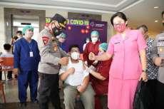 Tinjau vaksinasi pelajar, Kapolda Sumut : Tetap patuhi prokes walau sudah di vaksin.