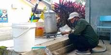 Samsul Hasibuan Binaan UKM Jurnalis Perkenalkan Penyulingan Eucalyptus Secara Tradisional